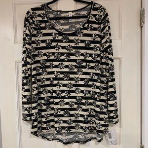 LuLaRoe black and white Lynnae shirt L NWT